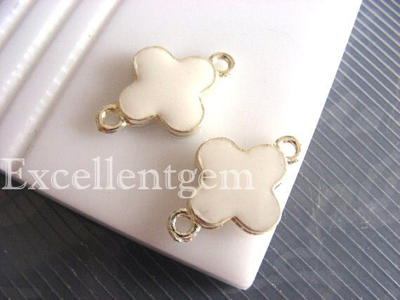 22%-10pcs Silver plated Double-sided Metal Clover Connector in white color- 15mm