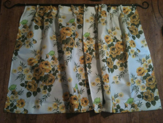 Pair of Vintage Flowered Cafe Curtains by Happy Home Was 24.99