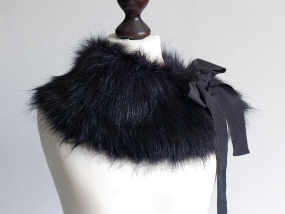 Black faux fur collar