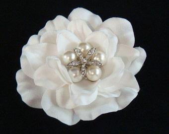 Bridal WHITE hair flower with rhinestone STARFISH and PEARLS / white flower clip / Beach Wedding hair white bridal flower
