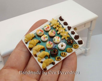 Pastry miniature tray for dollhouse, blythe dolls, bjd....