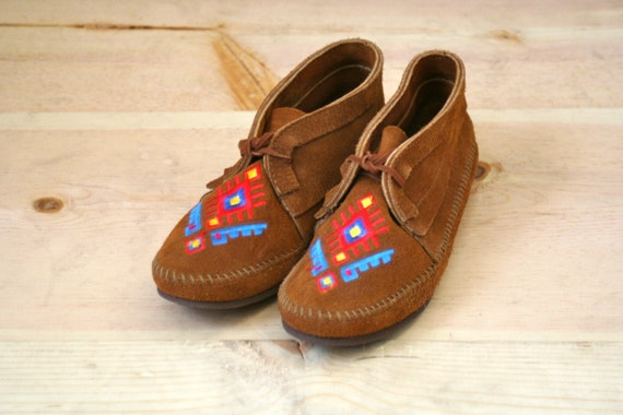 Vintage Leather Minnetonka Embroidered Moccasins
