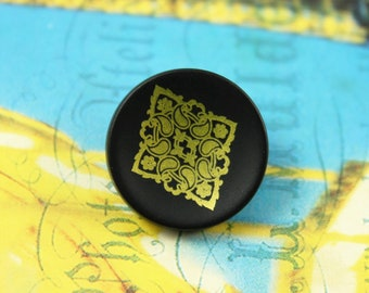 10 Pieces of Diamond Gold Motif Picture Black Plastic Buttons, 0.67 inch