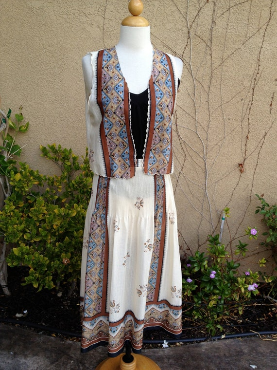 A vintage 1960s 1970s cream and brown folk art design hippie open vest and pleated skirt set size XS S