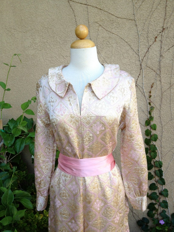 A vintage 1960s 1970s hippie brocade pink and gold sparkle metallic long sleeves cocktail party pants dress size M L