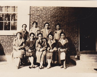 Vintage Photo - Group of Young Ladies - Vintage Photograph - Vernacular - Found Photo  (TT)