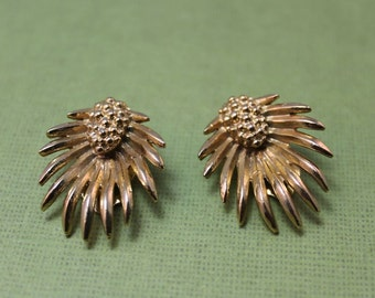 EARRINGS - signed LISNER earrings, PINEAPPLE shape design, gold clip ons