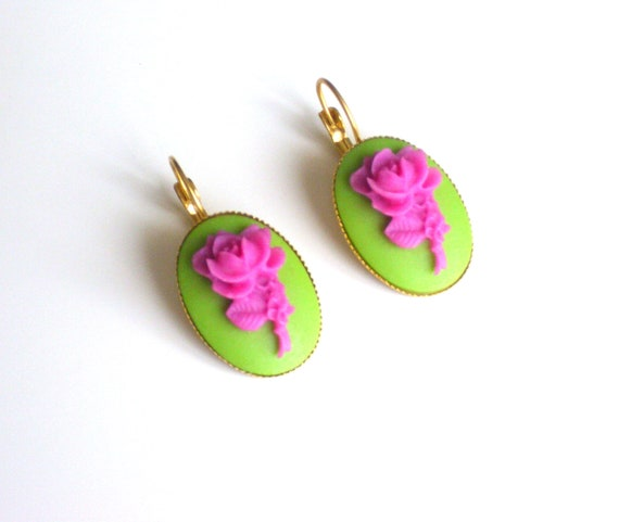 A pair of earrings embossed pink  rose on pistachio green with gold plated metal ( resin rose cabochon,pink , green, gold plated , earrings)