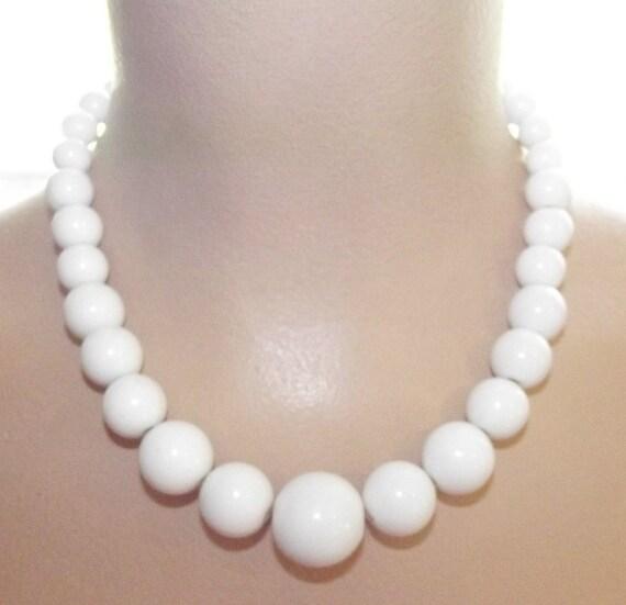 Vintage 50s 60s WHITE Bubblegum Big Bead Necklace Choker Retro Pin-Up MADMEN