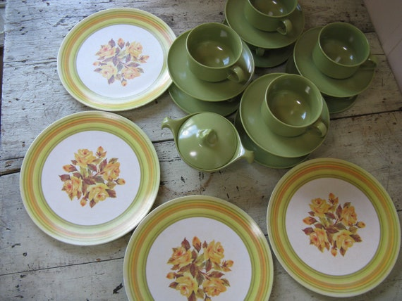 Melmac Dinnerware Set Of 22 Pieces Yellow Rose Pattern Green
