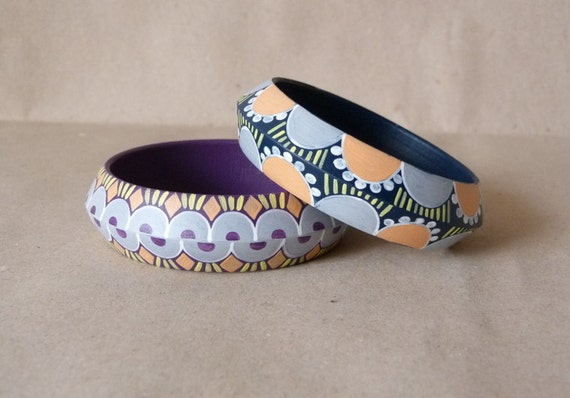 The cool pair handpainted wooden bracelet by Aramar