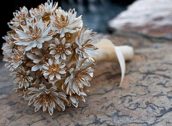Sarah Coventry Brooch Bouquet - Vintage Water Lily Flowers in white, gold, ivory, bridal wedding jewelry bouquet