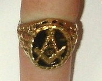 Vintage 10K Yellow Gold Diamond Cut Openwork Nugget Style Custom Made Masonic Ring with Black Onyx Stone