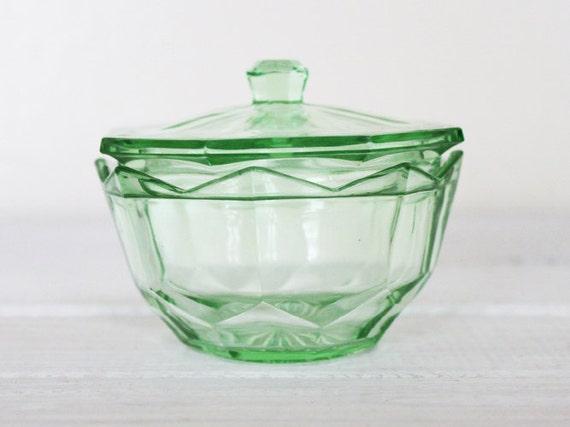 Vintage Green Glass Lidded Bowl Pot Jar Uranium Depression Vaseline Deco Dressing Table Octagon