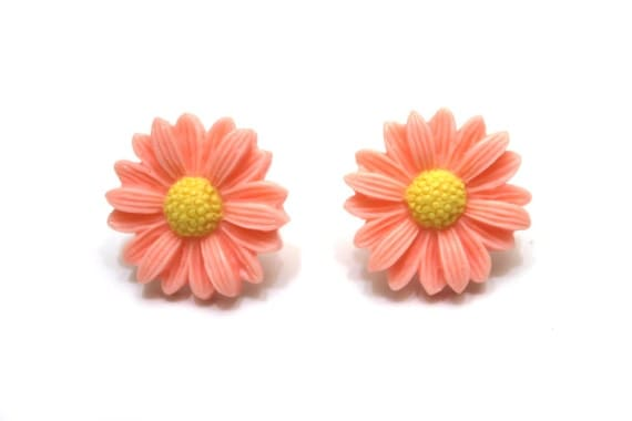 Peach daisy flower stud earrings