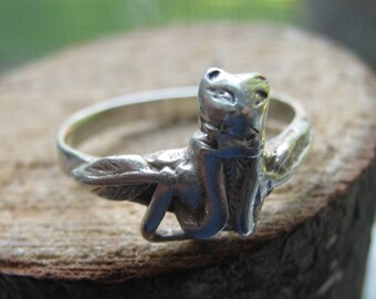 Small Vintage Sterling Silver Cat Ring Southwestern Design for Ladies Size 5 1/2 pinkie ring