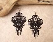Lilac lace earrings black