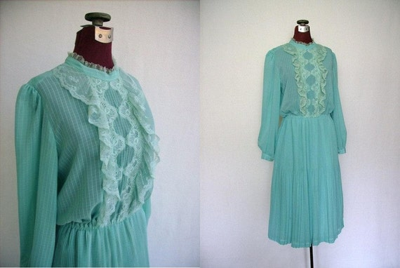 Vintage 70s Dress Aqua Turquoise with Lace and Pleats