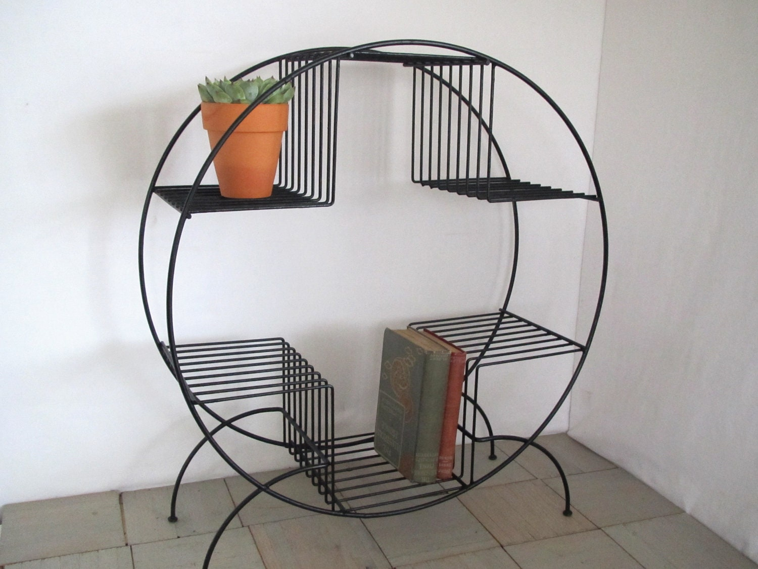 vintge mid century modern wire plant stand wire stand. Black Bedroom Furniture Sets. Home Design Ideas