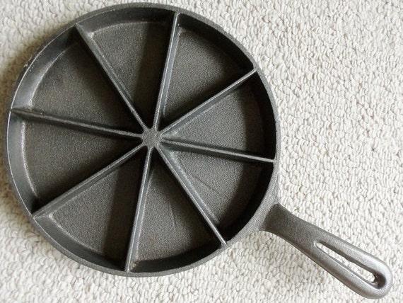 Cast Iron Cornbread Skillet Pan Traditional by MeerkatsManor