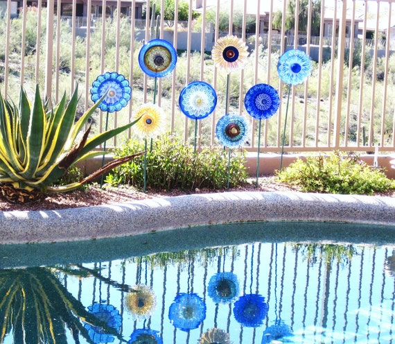 Garden Art Blue Yellow Glass Plate Flower Yard Stake Repurposed Upcyled KELLI