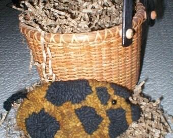 PrimiTive Folkart Pig Hooked Rug PATTERN   LJO Collection Pig Hooked Rug Pattern