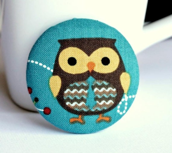 Fabric button brooch. Owl. Tie. Bird. Forest animal. 48mm 1 7/8 inch. Large badge. Pinback button. Fabric covered button