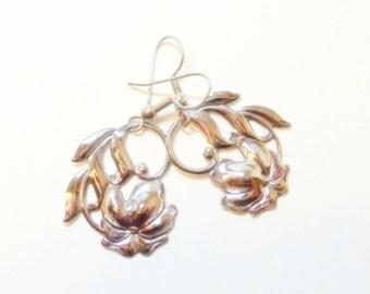 Earrings- Vintage- Poinsettia- Dangle- Silver- Christmas- 1970s
