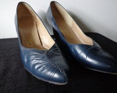 1970s Navy Leather Pumps by Thomas Cort Size 8 M Vintage Shoes Low Kitten Heel