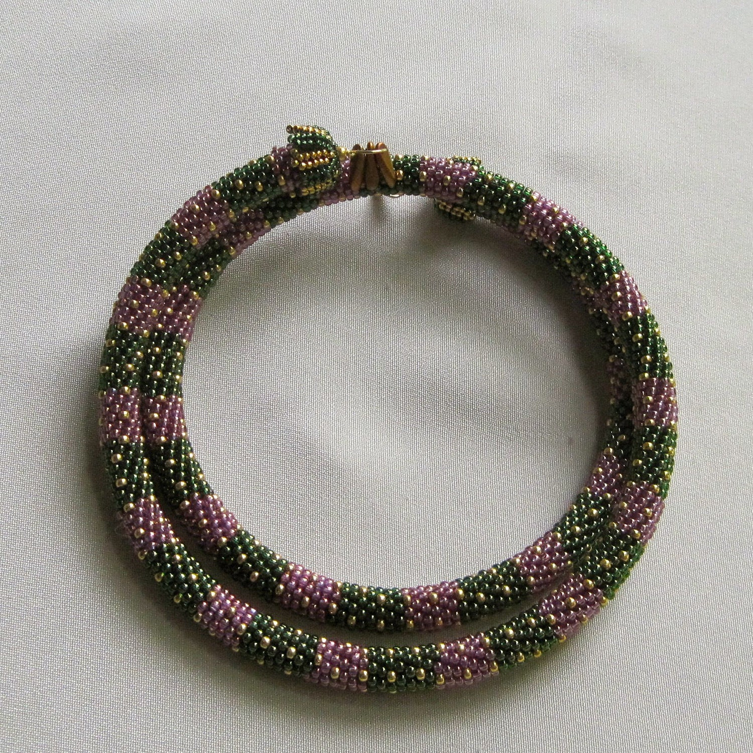 how to add a bead to a crochet necklace