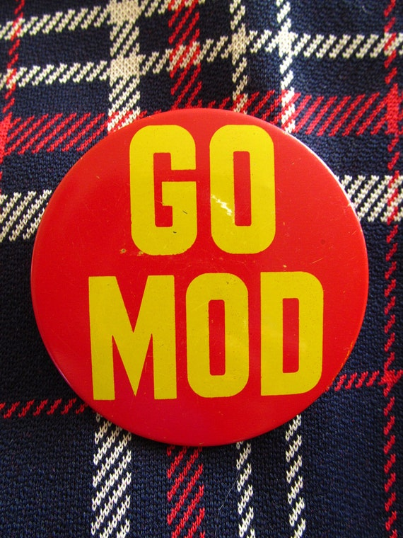 """3"""" Extra large original vintage 60's GO MOD red and yellow metal button pin."""