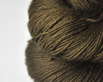 Dried brown algae  -  BFL Sock Yarn superwash