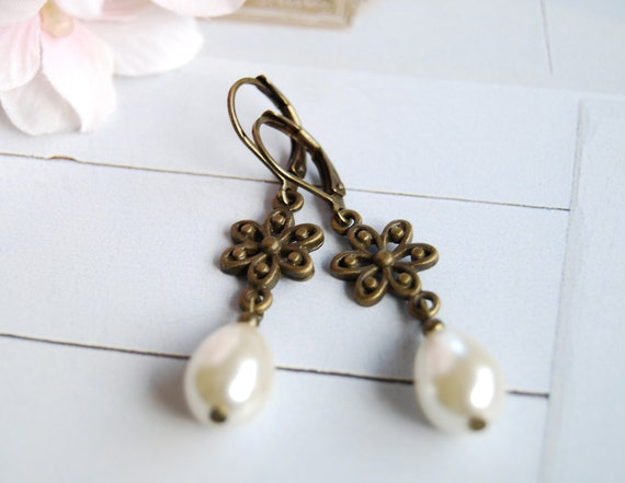 Bronze Flower Cream teardrop Pear Shaped Pearl Earrings. Vintage Style Wedding Earrings,  Bridal Pearl Earrings, Bridesmaid Earrings