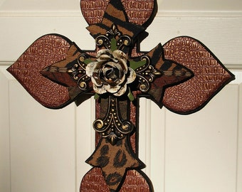 DC015D- Gold/Green/Black Stacked Cross with Pearl Rose