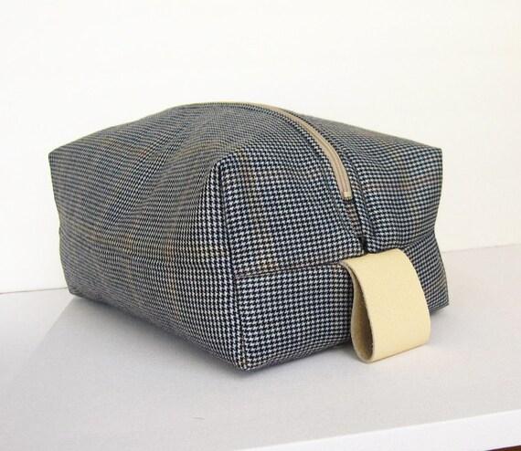 Wool toiletry bag for men, wash bag, in houndstooth pattern
