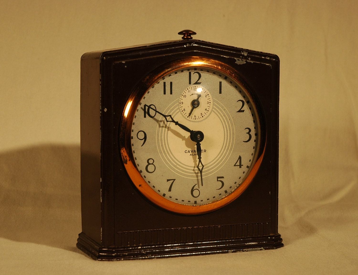 Vintage 1930s art deco ingraham cavalier windup alarm clock Art deco alarm clocks