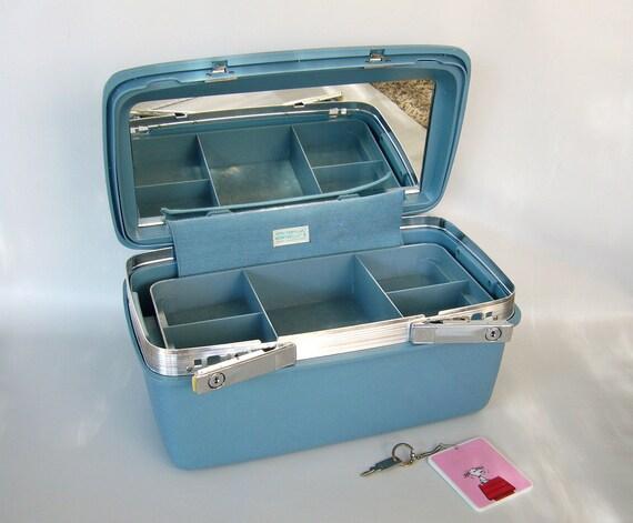 samsonite train case travel case makeup case luggage. Black Bedroom Furniture Sets. Home Design Ideas