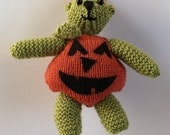 Pumpkin Bear: Knitted toy bear in a pumpkin costume