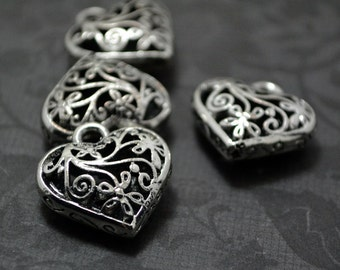4pcs of Antiqued Silver Unique 3D Filigree Heart Drop Charms Pendants Drops Q41-YX