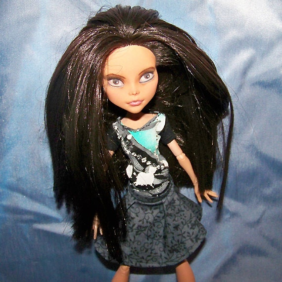 Monster High doll clothes - black t-shirt with green and gray design
