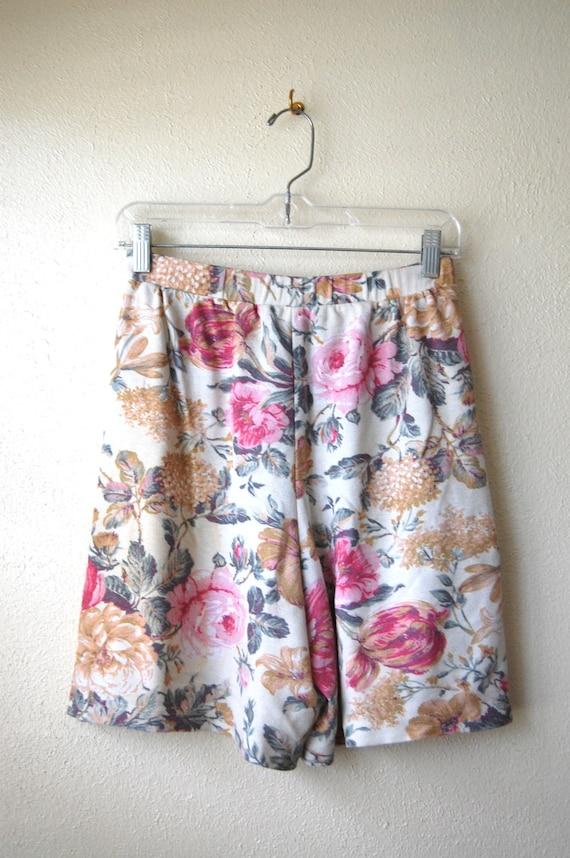 Textured Vintage Floral Shorts Size M-L