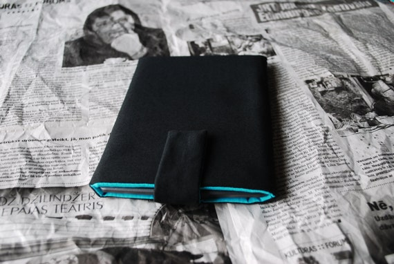 Kindle 4 case cover sleeve handmade with magnetic closure, black and blue