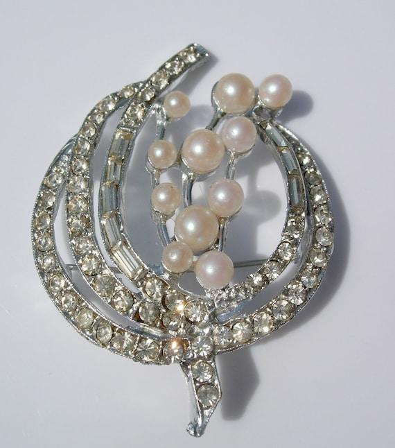 Vintage Art Deco Silver tone Metal Rhinestones Brooch Pin Faux Pearls Costume Jewelry