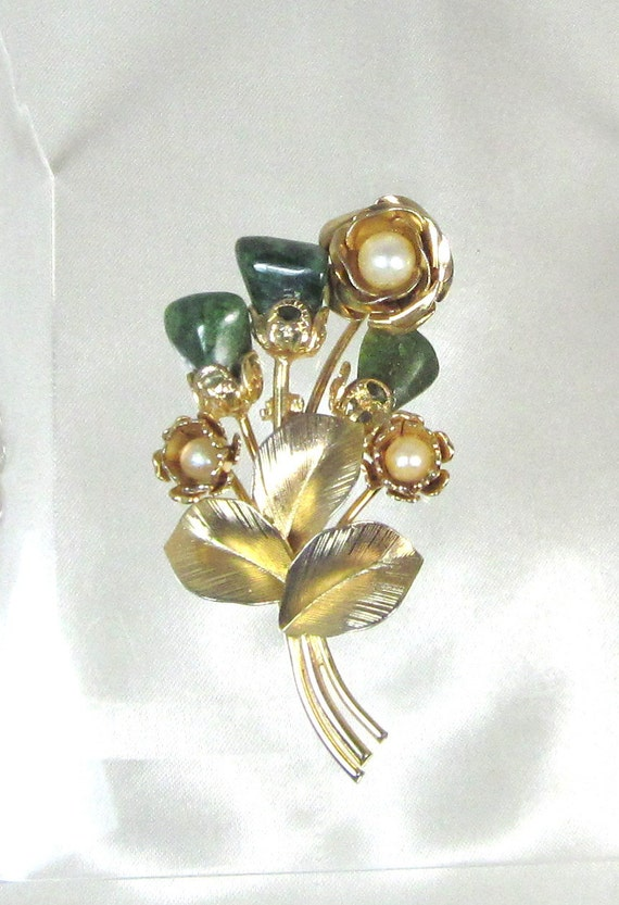 Vintage Jade and Pearl Flower Boquete Brooch Pin , Gold Plated Filigree