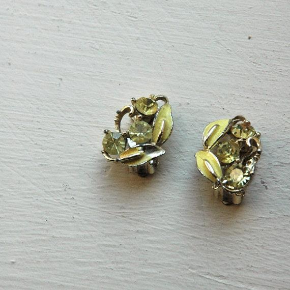 1940s Earrings // Yellow Glass Flowers