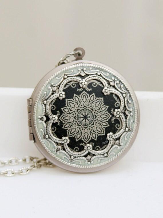 Locket, Silver Locket,Black and White Locket,filigree locket necklace,photo locket , vintage locket,Wedding Necklace,bridesmaid necklace