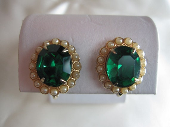 Vintage Mad Men Style Emerald Green Rhinestone and Faux Seed Pearl Gold Tone Screw Back Earrings