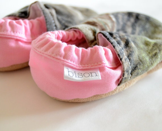 Pink Camo Bison Booties Size 12 to 18 Months Girl Size 4 camouflage Real Tree mossy oak