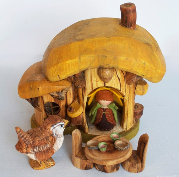 Eco  Gnome Home with table and chairs