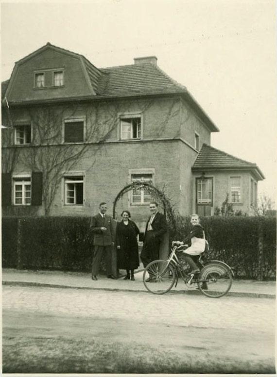 "Vintage Photo ""Family"", Photography, Paper Ephemera, Snapshot, Old Photo, Collectibles - 0021"